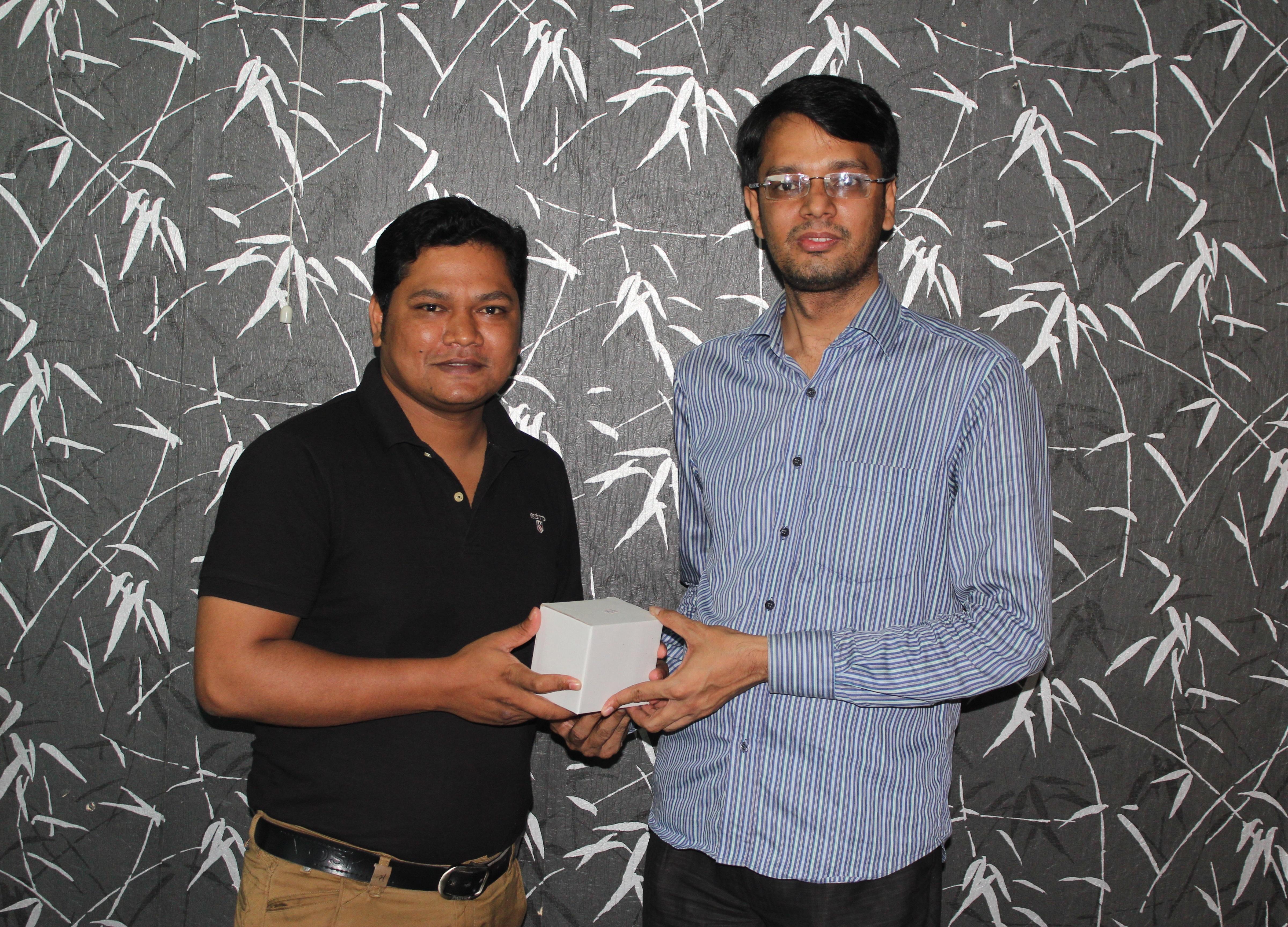 Boishakhi Quiz winner Receving the gift